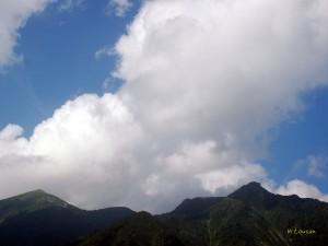 白髪門の上の雲