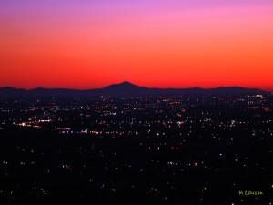 朝焼けと夜景と筑波山